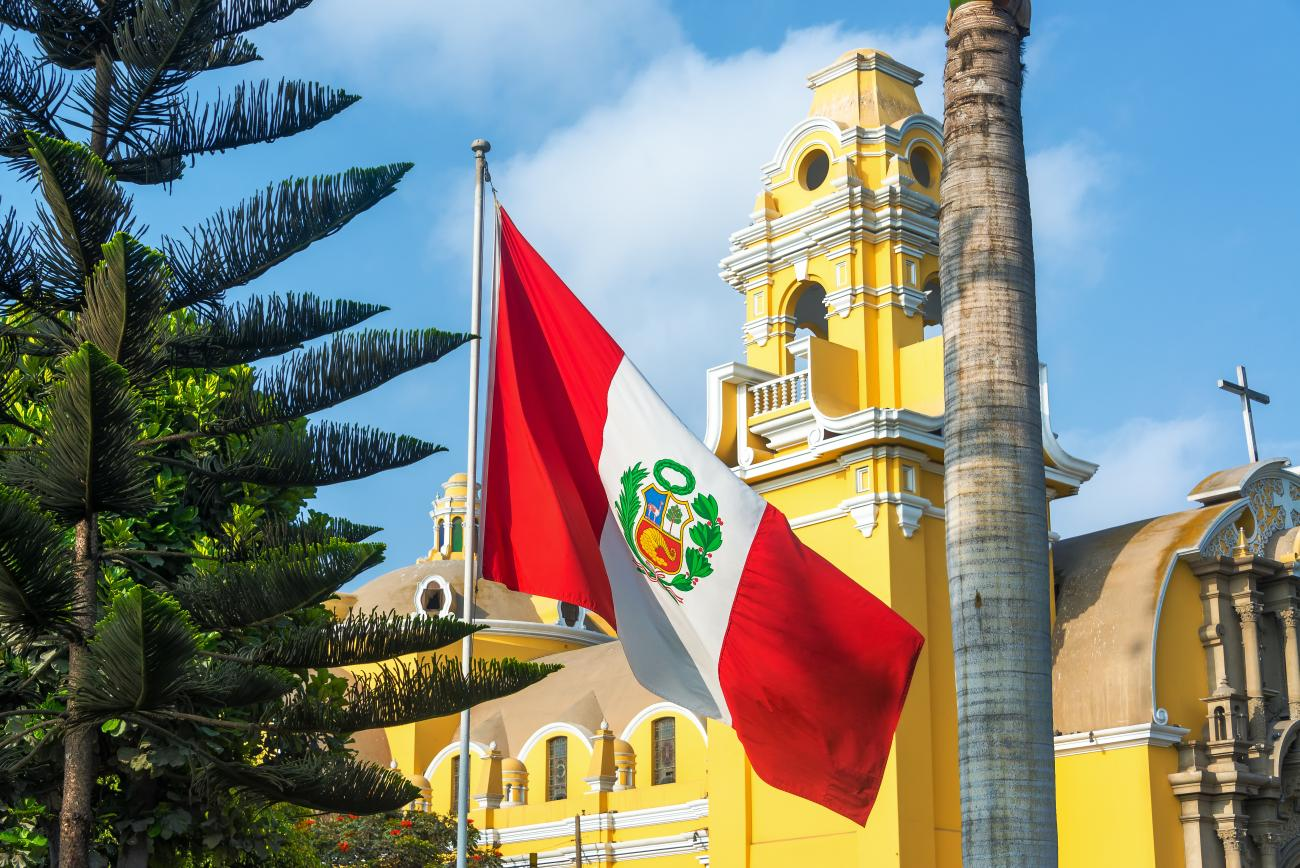 An image of a church and the Peruvian flag is shown.
